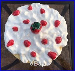 VINTAGE STRAWBERRY SHORTCAKE CERAMIC CAKE PLATE DOME COVER PEDESTAL STAND Large